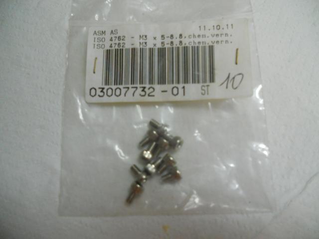 Viteria ISO 4762-M3x5-8.8 chem. Vern.