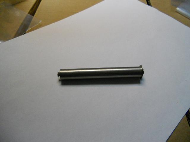 Belt bin plug in axis 72 mm.